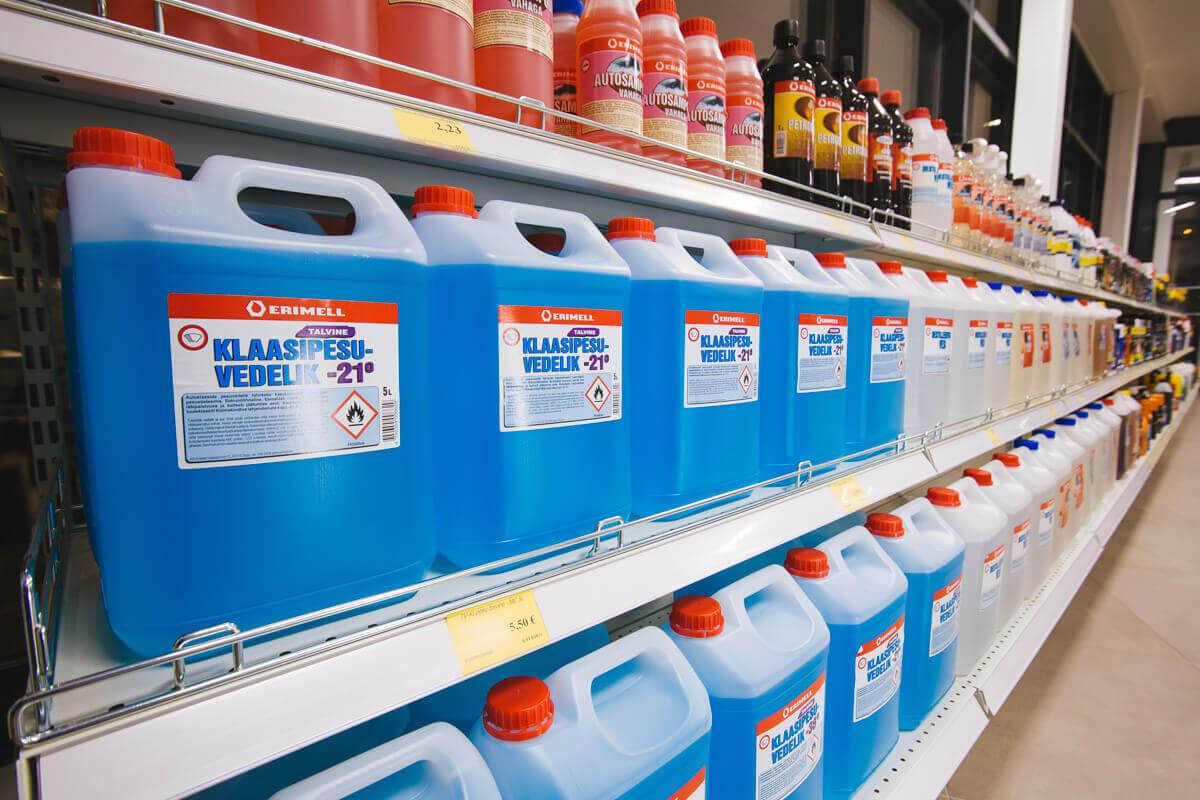 Kvaliteetsed etanooliga klaasipesuvedelikud. Foto: Robert Laursoo