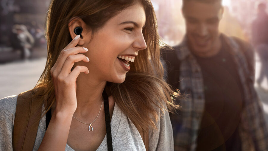Samsung Galaxy Buds+ juhtmevabad kõrvaklapid on kõrvas silmapaistmatud.